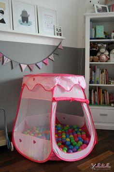 Kinderzimmer in Rosa, Grau und Weiß: http://ullatrullabacktundbastelt.blogspot.de/