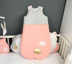 Gigoteuse bébé gris/pêche   Etsy Nursery Room, Floor Chair, Etsy, Flooring, Home Decor, Hobby Lobby Bedroom, New Babies, Peach, Grey