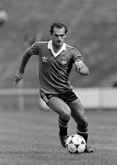 Ray Wilkins was @manutd captain in 1982. The notoriously tough midfielder made 194 appearances for the Reds, scoring 10 goals.