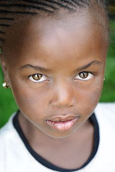 Lesotho Girl Portrait those eyes Kids Around The World, We Are The World, People Around The World, Black Is Beautiful, Beautiful Eyes, Beautiful People, Beautiful Children, Beautiful Babies, African Children