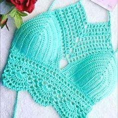 Top Crop en crochet Hecho a mano. #tejido#crochet#crochetfashion#innovacrochet#tejereselnuevoyoga#crochetlover#crochetcolombia#crochetadit#crochethook#handcrafted#tejeresunplacer
