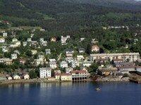 Der Seilet hotell ligger i dag var det tidligere sjø. Da et av byens småindustriområder etterhvert ble nedlagt, ble området fyllt ut - først til Molde Stadion og senere til Seilet Hotell. Men området har hatt betydning for industrien i Molde over en lang periode.