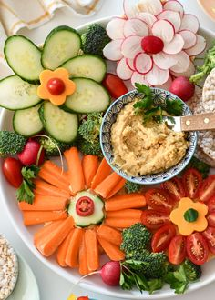 These Rice Cake Flowers are an easy way to have fun while eating your veggies too! Rice Cake Flowers are an easy way to have fun while eating your veggies too!These Rice Cake Flowers are an easy way to have fun while eating your veggies too! Veggie Platters, Veggie Tray, Food Platters, Vegetable Trays, Veggie Food, Hummus Food, Meat Trays, Fruit Trays, Cheese Platters
