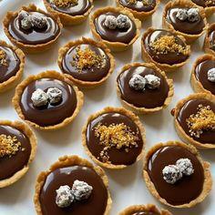 Pavlova, Muffin, Breakfast, Food, Morning Coffee, Essen, Muffins, Meals, Cupcakes