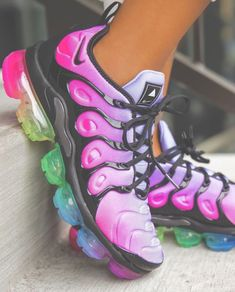 Tennis Shoes - Make Your Feet Pleased With These Shoe Tips Cute Nike Shoes, Cute Sneakers, Nike Air Shoes, Shoes Sneakers, Colorful Sneakers, Jordan Shoes Girls, Girls Shoes, Shoes Women, Nike Roses