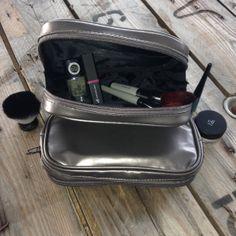 """Grande trousse maquillage """"Silver Dump (#21301) http://www.eyeslipsface.fr/produit-beaute/grande-trousse-de-maquillage"""