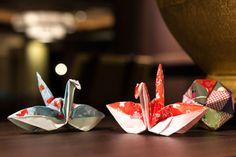 不器用さんでも大丈夫!折り紙を使ったラッピングアイディアまとめ Paper Art, Paper Crafts, Origami Paper, Flora, Wraps, Presents, Gift Wrapping, Lights, Creative