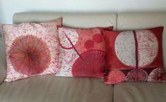 Storytelling red circles  - cuscino 100% seta -  silk handmade batik unique piece Storytelling, Circles, Bed Pillows, Pillow Cases, Silk, Unique, Red, Handmade, Pillows