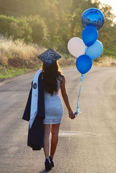 New Party Ideas Graduation College Pictures Ideas Graduation Picture Poses, College Graduation Pictures, Graduation Portraits, Graduation Photoshoot, Graduation Photography, Grad Pics, Senior Pics, Senior Year, Grad Pictures