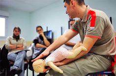 Formations aux gestes qui sauvent spécifiques aux nourrissons - L'association est devenue un acteur de premier plan dans ce domaine, grâce à ses 19 instituts régionaux de formation sanitaire et sociale (IRFSS).