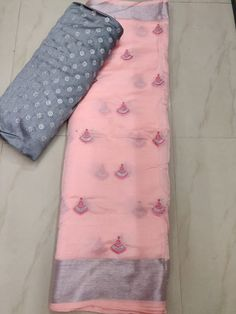 Beautiful organza sarees with designer blouse Jute Silk Saree, Organza Saree, Chiffon Saree, Saree Dress, Fancy Blouse Designs, Saree Blouse Designs, Latest Saree Blouse, Latest Sarees, Cotton Saree Designs