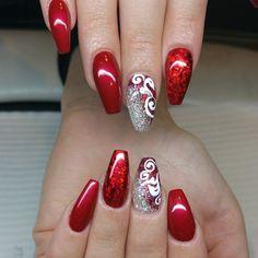 unghie gel natalizie, un\u0027idea molto elegante con smalto diverso per ogni  unghia e