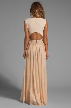 Alice + Olivia Triss Sleeveless Maxi Dress with Leather Trim en Almond Cream