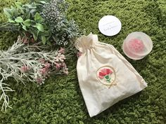 Carnation pouch
