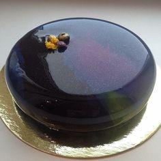 nappage miroir, glagage pailleté Beaux Desserts, Decoration Patisserie, Pistachio Cake, Bowl Cake, Glass Cakes, Beautiful Desserts, Vanilla Sugar, Quick Easy Meals, Yummy Food