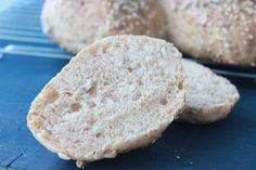 Grove og luftige speltrundstykker Korn, Lchf, Food And Drink, Nutrition, Baking, Baking Supplies, Bakken, Bread, Backen