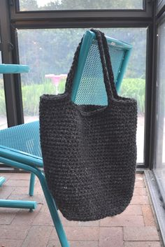 Crochet in Color: Chunky Crocheted Tote Pattern. add sleepy eyes and wings for pockets for owl tote
