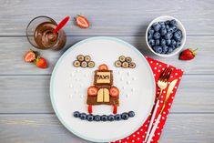 Přimět děti sníst připravené jídlo je někdy nadlidský úkol a za prázdným talířem se skrývá spousta času a přemlouvání. Podívejte se, jak oživit obyčejný chléb se sýrem a zeleninou nebo lívance s tvarohem. Nic speciálního nepotřebujete, nápady máme my. #recept #snidane #svacina #tip #deti #chleb #sendvic #livanec #tvaroh #recipe #breakfast  #snack #kids #inspirace #inspiration Menu, Plates, Tableware, Menu Board Design, Licence Plates, Dishes, Dinnerware, Plate, Tablewares