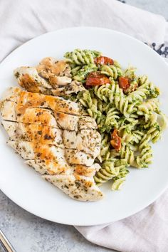 FODMAP Pesto Pasta with Grilled Chicken and Roasted Tomatoes With sweet cherry tomatoes, oregano chicken and dairy-free pesto, this Low FODMAP Pesto Pasta with Grilled Chicken is a meal-in-one you won't want to miss! Fodmap Recipes, Diet Recipes, Chicken Recipes, Healthy Recipes, Soup Recipes, Grilled Chicken Pasta, Cheesy Chicken, Pesto Pasta With Chicken, Oregano Chicken