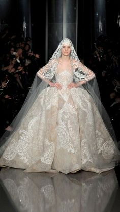 The Finale Wedding Gown - Elie Saab Haute Couture Spring Summer 2013 Highlights. Elie Saab Couture, Ellie Saab, Style Couture, Couture Mode, Couture Fashion, Paris Fashion, Couture Week, Fashion Spring, Wedding Dress 2013
