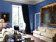 """Robert Couturier: """"The blue of the walls is actually a very difficult blue to get. It took us a long time to get it. It is sort of a Delft blue because Delft blue has a little bit of red in it. So it has a slight purple tinge to it, which you really need to have otherwise the blue becomes too sweet."""""""