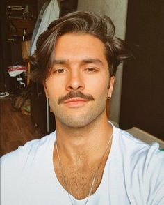 Best Short Beard styles for Men of all face shapes. Handle Bar Mustache, Goatee, different beard style for round face, beard for square face & others. Beard Styles For Men, Hair And Beard Styles, Curly Hair Styles, Goatee Styles, Mustache Styles, Top Stylist, Short Beard, Moustaches, Beard No Mustache