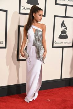 Ariana Grande appsolitely stunned at the Grammys red carpet