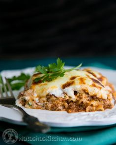 3 Cheese Lasagna Recipe - This lasagna is juicy and flavorful. It's better than any restaurant lasagna and you can make a ton of it for way less than going out to eat! 3 Cheese Lasagna Recipe, Lasagna Recipe Videos, Classic Lasagna Recipe, Easy Lasagna Recipe, Homemade Lasagna, Healthy Dinner Recipes, Cooking Recipes, Pasta Recipes, Chef Recipes