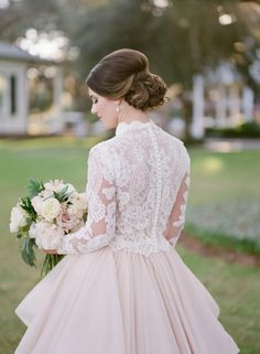 We recently shared about Southern Wedding traditions any couple can pull off, and if that post didn't convince you to infuse some Lowcountry charm into your big day, this one certainly will. Photographed by Ashley Seawell, the day unfolds on South Carolina's stunning coast with not a single detail left untouched thanks toSpencer Special Events. […]