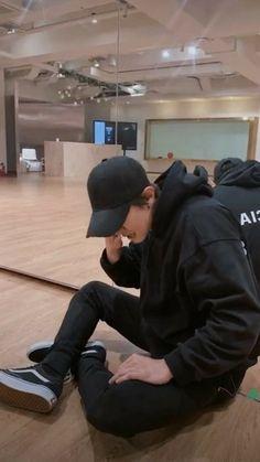 my baby is chany Baekhyun, Park Chanyeol Exo, Kpop Exo, Exo Ot12, Chanbaek, Chansoo, Rapper, Baby Park, Exo Members