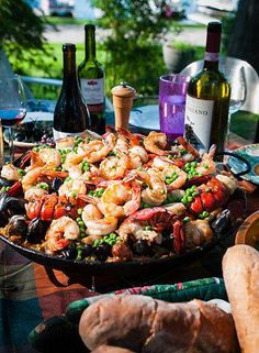 Paella, composed of saffroned rice, seafood and vegetables, is the perfect food for dining with a table of friends.  #zelo #hk #dining