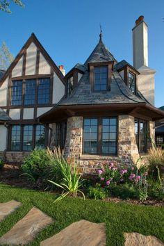 Elegant Englisch: Schönes Haus am Fluss mit fantastischer Aussicht im englischen Stil