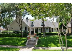 Canterbury Court Charmer | Dallas I love the houses in the Dallas area.