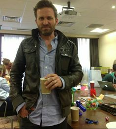 Don't think Rob likes the coffee in today's green (beige) room. Good People, Amazing People, Pretty People, Rob Benedict, Richard Speight, Picture Watch, Supernatural Actors, Supernatural Convention, Destiel