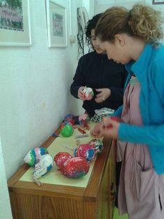Na manhã do dia 1 de abril, as meninas e os meninos da creche e pré-escolar fizeram uma caça aos ovos da Páscoa.  #colegiodealfragide #amadora #portugal #feriaspascoa #creche #preescolar