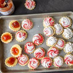 Meringue Sugar Cookies with Jam - Momsdish Jam Cookies, Easy Sugar Cookies, Meringue Cookies, No Bake Cookies, Best Crepe Recipe, Crepe Recipes, Simple Sugar, Holiday Cookies, Homemade