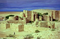 Here are some somali ancient punt pyramidial ruins and tomb etc. Ancient punt city in somalia built in the same fashion as those in egypt ancient punt. Monumental Architecture, Vernacular Architecture, Ancient Architecture, Horn Of Africa, The Beautiful Country, African History, East Africa, Ethiopia, Ancient History