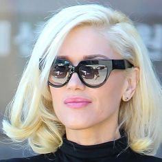 Make up, hair, glasses. Gwen Stefani Hair, Gwen Stefani Mode, Gwen Stefani Style, Hair Lights, Light Hair, Vintage Hairstyles, Pretty Hairstyles, Perfect Red Lips, Special Occasion Hairstyles