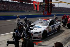Tire Issues Force Stenhouse to Settle for a 34th-Place Finish at Fontana