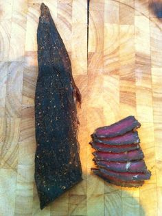 This is the method I use to make this traditional South African snack. If you like fatty biltong make sure you get cuts of meat that have a lot of fat. You will lose approx of the weight of your meat. South African Shop, South African Dishes, South African Recipes, Food Therapy, Biltong, Homemade Seasonings, Beef Jerky, Smoking Meat, Food Hacks