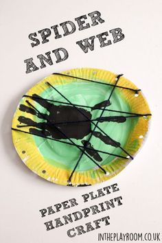 toile d'araignée sur assiette en carton Spider and web paper plate handprint craft with wool. Great for halloween or mini beast theme