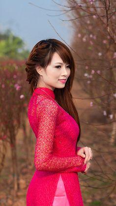 Vietnamese Clothing, Vietnamese Dress, Vietnamese Traditional Dress, Traditional Dresses, Sexy Asian Girls, Beautiful Asian Girls, Pretty Girls, Asian Hotties, Summer Outfits Women