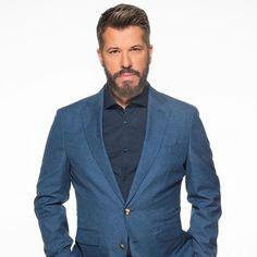 Τις τελευταίες μέρες έχουν πάρει φωτιά οι φήμες που θέλουν το @grbigbrother να ακυρώνεται εντελώς  Μαθε όλες τις λεπτομέρειες στο ΝΕΟ βίντεο που ανέβηκε στο κανάλι Blazer, Jackets, Men, Fashion, Down Jackets, Moda, Fashion Styles, Blazers, Jacket