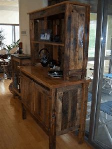 made from pallets= wow how awesome is this.  I think I will see if my husband can make one of these