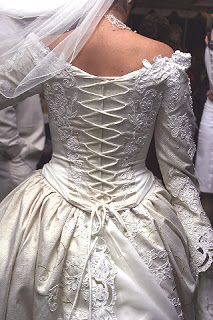 Renaissance wedding gowns are some of the most appreciated types of wedding gowns these days, mainly due to their incredible look and fan. Types Of Wedding Gowns, Wedding Bridesmaid Dresses, Wedding Attire, Renaissance Wedding Dresses, Medieval Wedding, Gothic Wedding, Bridal Lace, Bridal Gowns, Boho Chic