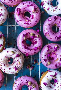 Lemon and Rose Doughnuts - a punch of fragrant rose water, tangy lemon icing and delicate dried rose buds make for a delicious and beautiful sweet bake Fancy Donuts, Cute Donuts, Mini Doughnuts, Baked Donuts, Delicious Donuts, Delicious Desserts, Yummy Food, Mini Desserts, Baking Recipes