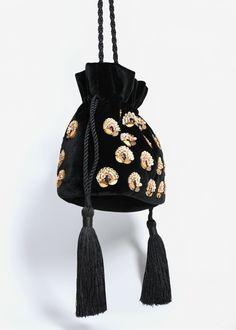 The Ultimate Guide to Fall's Best Handbags Fall Handbags, Best Handbags, Beaded Clutch, Beaded Bags, Diy Mochila, Potli Bags, Boho Bags, Fabric Bags, Vintage Purses