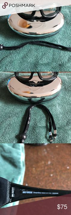 Harley Davidson sunglasses 🕶 Clear lens Harley Davidson glasses Fits small to medium Blocks wind, debris with padded lenses Includes hard case Includes sunglass strap for comfort Excellent condition  No scratches Harley-Davidson Other