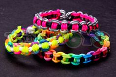www.justinstoys.com This rainbow loom bracelet was designed by Jacob Banner, instagram BuFFalimp  This bracelet resembles a bicycle link chain and we recommend using 3 different colors or sequences of colors.   In summary, this bracelet is a classic single with links that are gridlocked over each other on both sides.