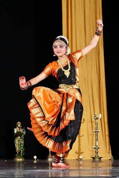 Sari, Poses, Indian, Dance, Costumes, Amazing, Fashion, Saree, Figure Poses